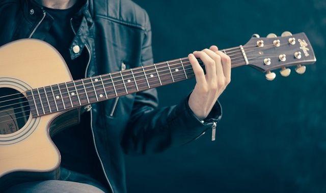 mejor-guitarra-acústica