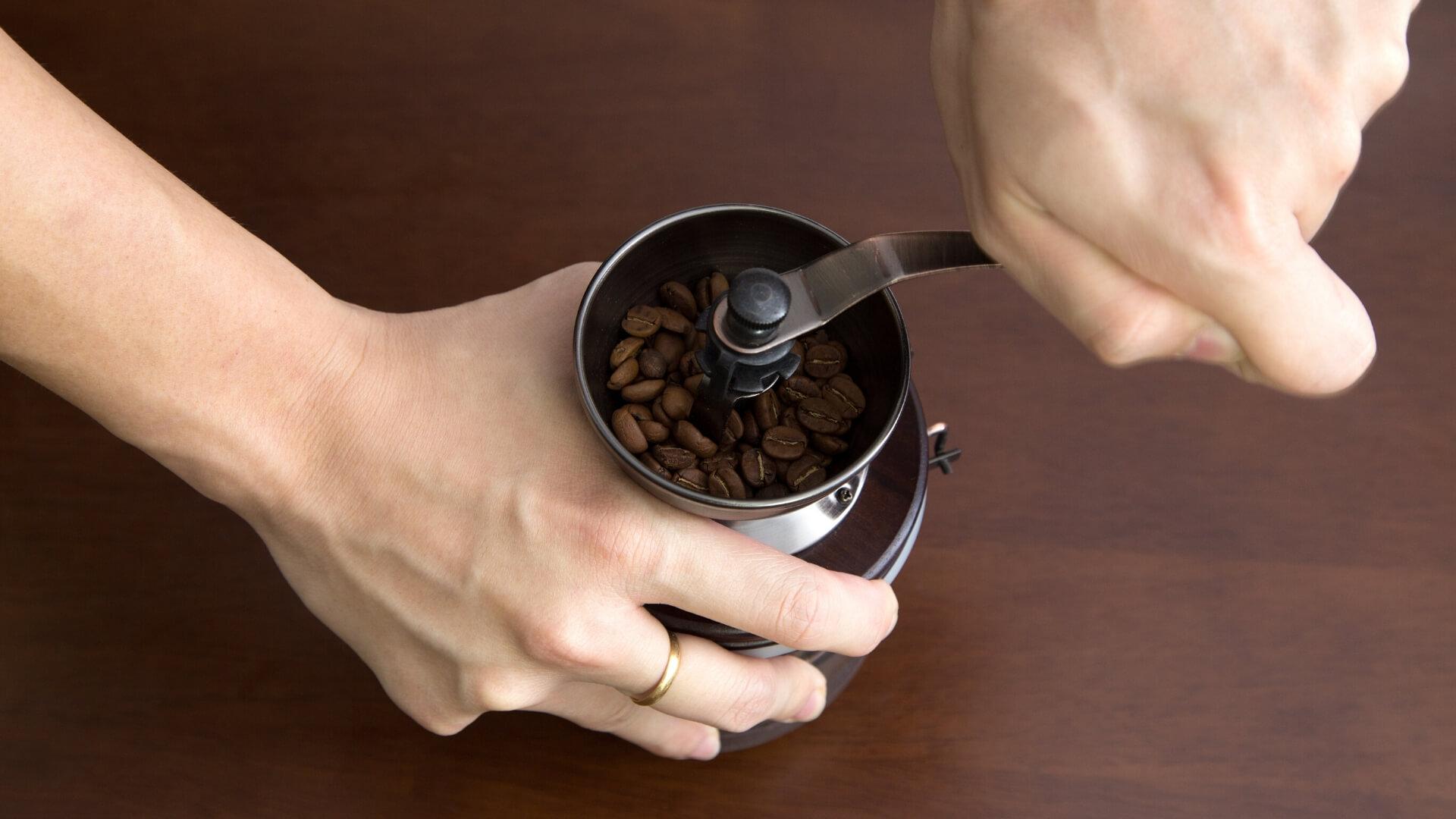 mejor-molinillo-de-café-manual
