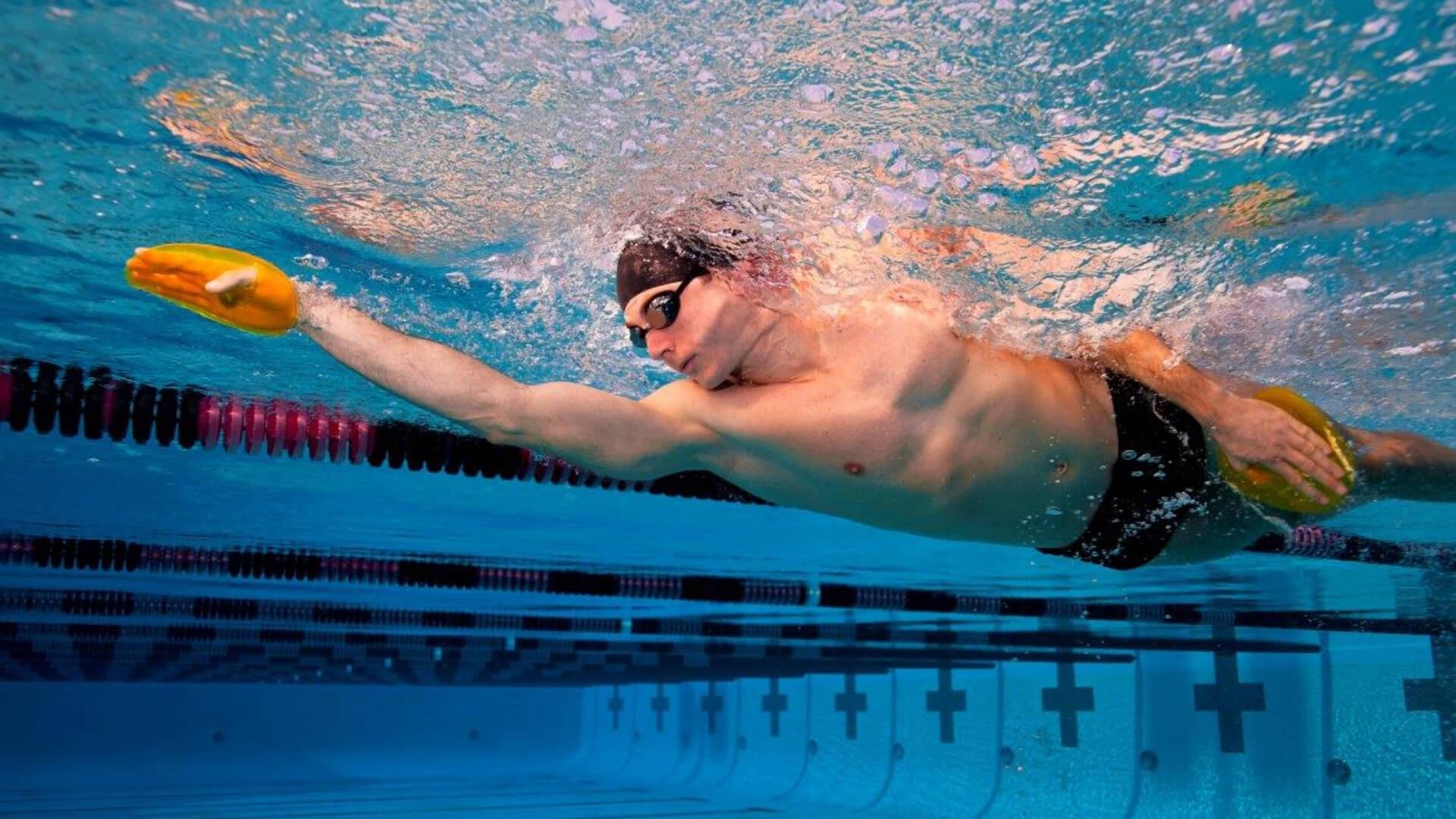 mejor-palas-de-natación
