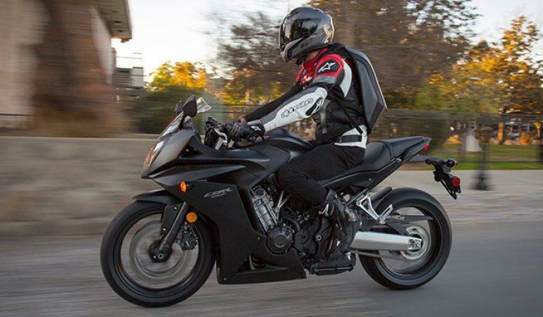 fc0f62dbcf9 Las 8 Mejores Mochilas para Moto para Llevar lo que Quieras Mientras Vas en  Carretera. ROPA